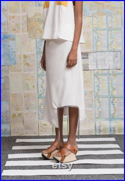 Asymmetrical skirt with square cut
