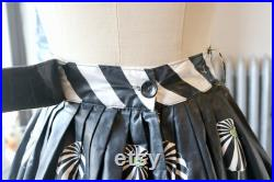 Vintage 1950s Black and White Parasol People on Beach Print Cotton Pleated Skirt